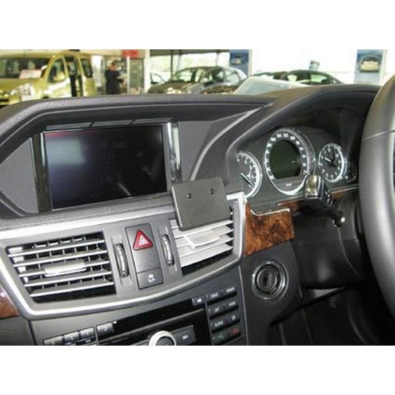 Support de fixation proclip pour mercedes benz e class for Mercedes benz helpline